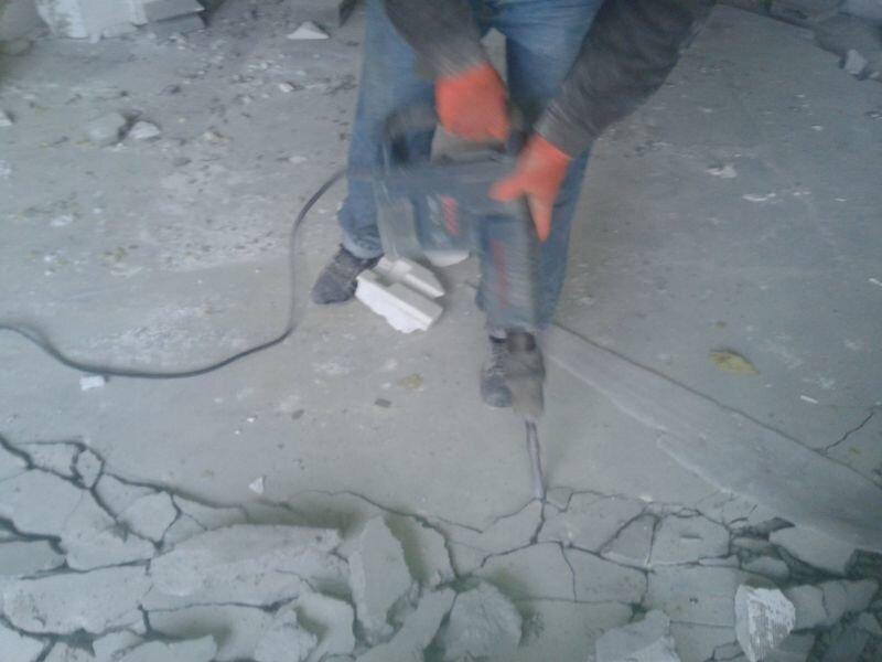 Демонтаж цементного пола своими руками