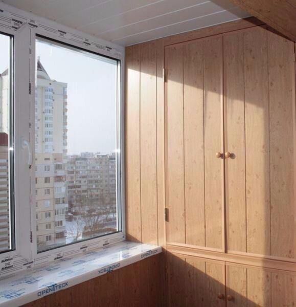 Пластиковый шкаф для балкона