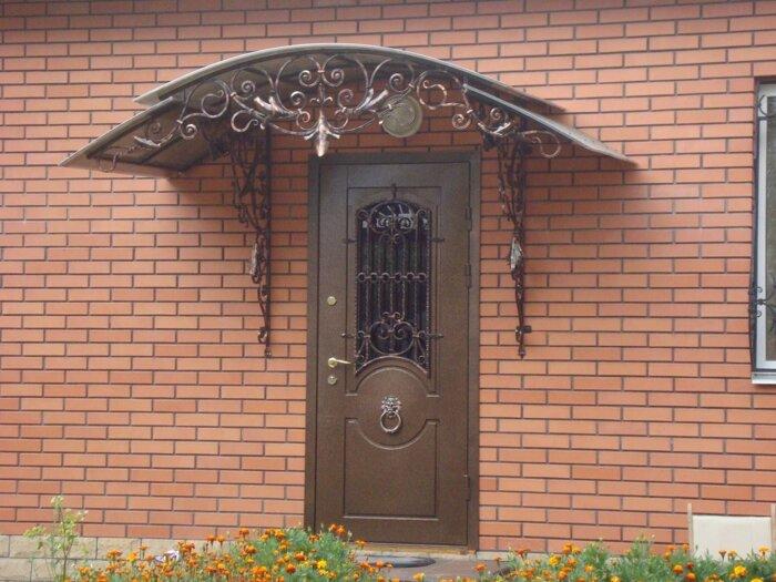 Двери в дом, уличные двери