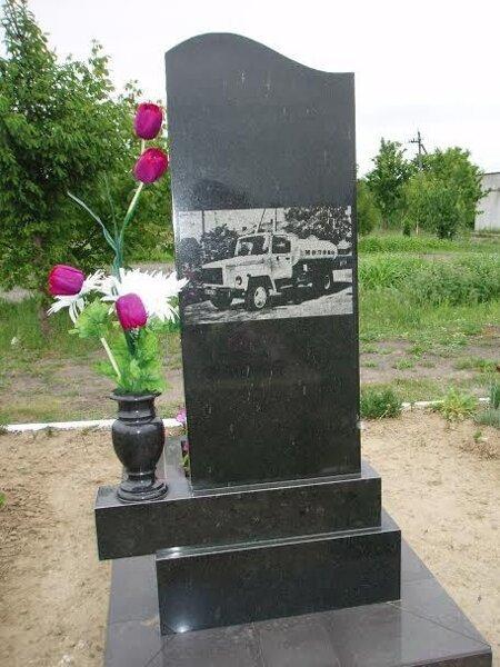 Памятники на могилу в великом новгороде цена надгробные плиты смешные надписи