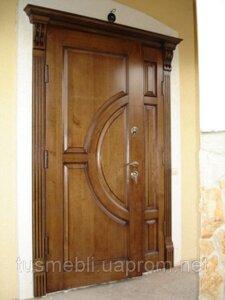 купити двері вхідні деревяні з порталом карнізом ціна від